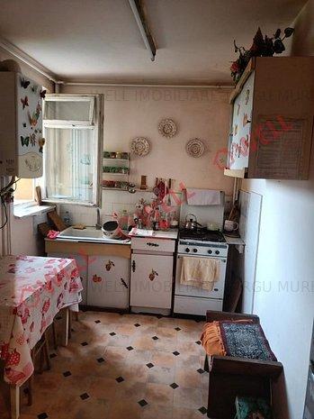 De vânzare un apartament cu 3 camere pe strada Ciucas - imaginea 1