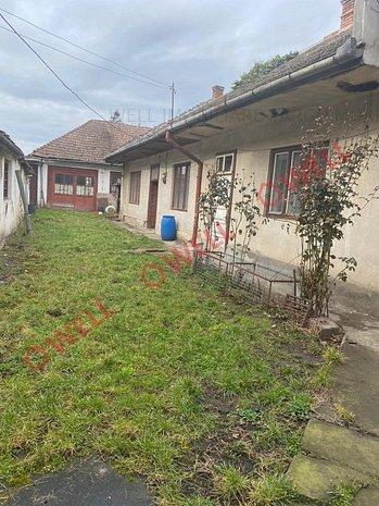 De vânzare o casă familială,singur în curte pe strada Lavandei - imaginea 1