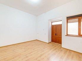 Apartament de vânzare 4 camere, în Arad, zona Boul Roşu