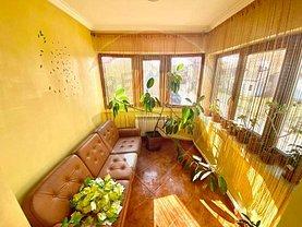 Casa de vânzare 3 camere, în Botoşani, zona Est