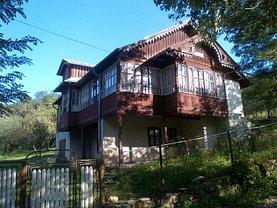Casa de vânzare 4 camere, în Cosminele
