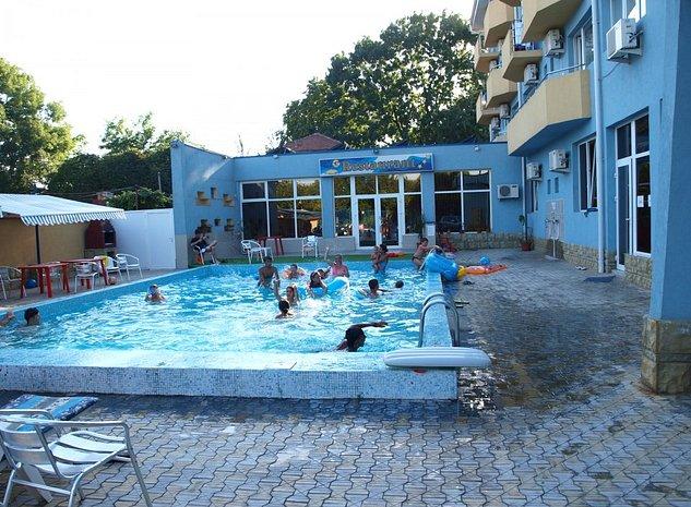 Proprietar vand hotel 3 stele an 2005, D+P+3E+M, piscina, Eforie Sud - imaginea 1