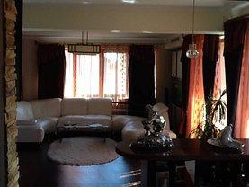 Penthouse de vânzare 5 camere, în Ramnicu Valcea, zona Traian