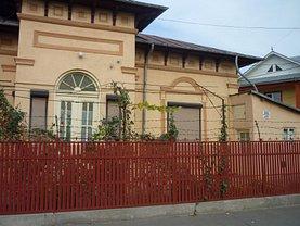 Casa de vânzare 10 camere, în Ramnicu Sarat, zona Pod