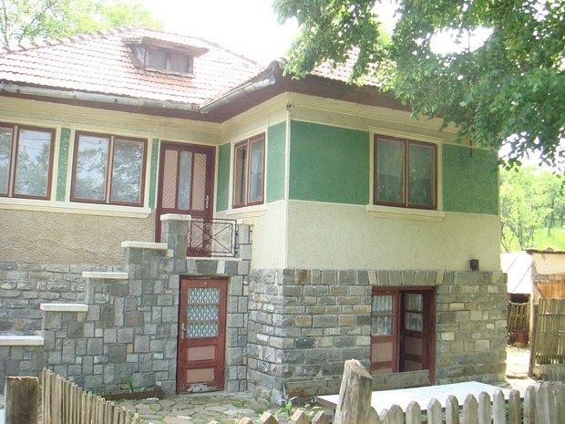 Casa 100 mp si teren 1610 mp comarnic casa vila cu 4 for Case de 100 mp