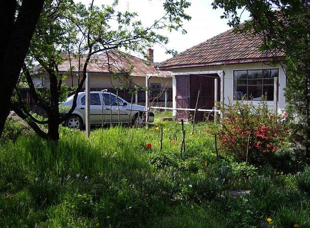 Casă de vacanţă + 2400mp, în apropierea Bucureştiului - imaginea 1