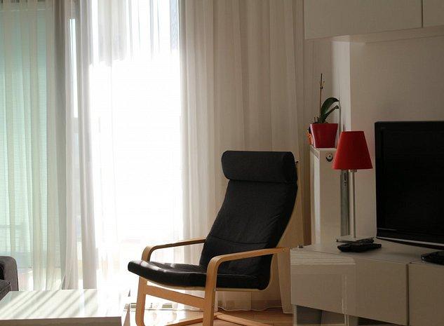 Garsoniera cu balcon mobilata si echipata de lux - imaginea 1