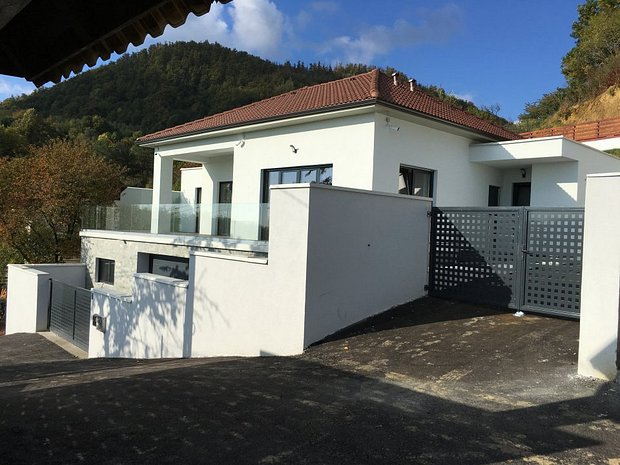 Casa ultra moderna baia mare xv040126f for Planimetrie della casa ultra moderna