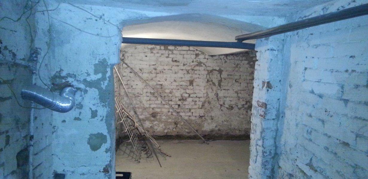 Camera a-III-a, cu vestibul, parter
