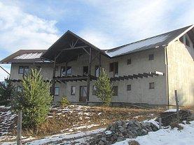 Casa de vânzare 15 camere, în Dorna-Arini