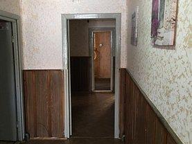 Casa de închiriat 5 camere, în Bacau, zona Central