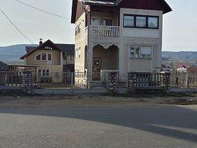 Casa de vânzare 4 camere, în Targu Lapus, zona Central