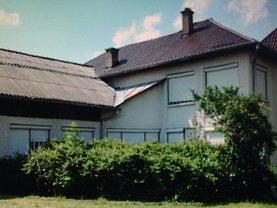 Casa de vânzare 9 camere, în Buduş