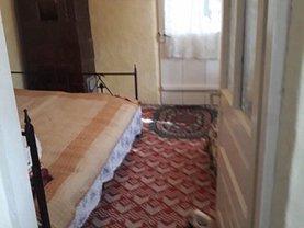 Casa 3 camere în Plopu
