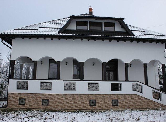 Casa stil conac - imaginea 1