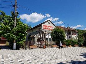 Casa de vânzare 4 camere, în Moldova Nouă, zona Central