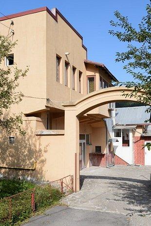Casa centru Busteni (de locuit sau pentru investitori) - imaginea 1