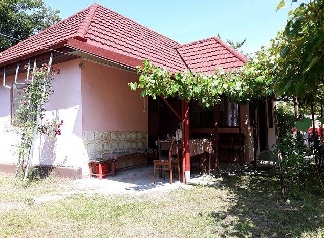 Vânzare casă şi teren în Călăţele - imaginea 1