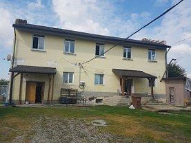 Casa de vânzare 12 camere, în Gostinari