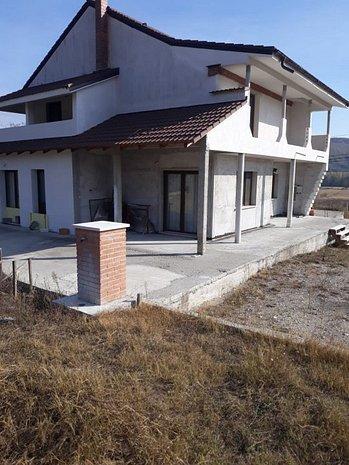 Vila in Nicolae Bălcescu - imaginea 1