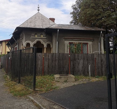 ULTRACENTRAL - Casa de vanzare Targoviste - imaginea 1