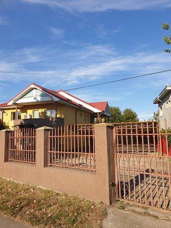 Casa cu parculet - imaginea 1