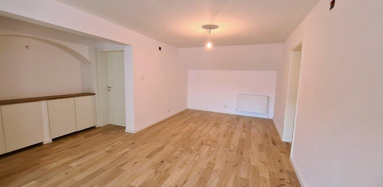 Casa cu doua apartamente - recent renovata - imaginea 9
