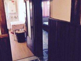 Apartament de vânzare 3 camere, în Bacau, zona Cornisa