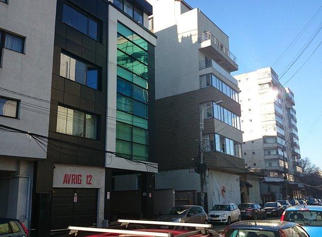 fata blocului: in strada Avrig nr.8