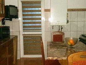 Apartament de vânzare 3 camere, în Calarasi, zona Central
