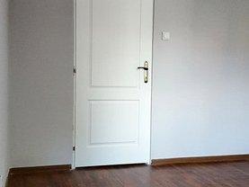 Apartament de închiriat 4 camere în Ramnicu Valcea, Central