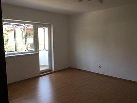 Apartament de vânzare 3 camere în Gura Humorului, Est
