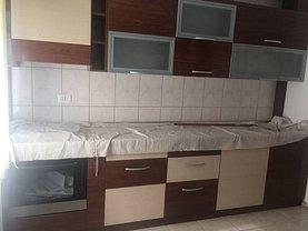 Apartament de vânzare 3 camere în Ramnicu Sarat, Pod