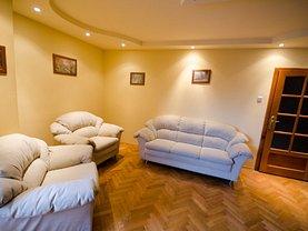 Apartament de închiriat 4 camere în Arad, Intim