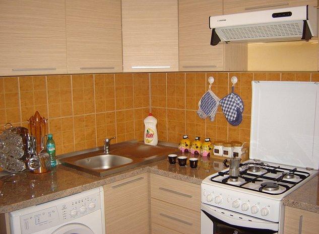 Vand apartament cu 3 camere decomandat complet mobilat si utilat - imaginea 1