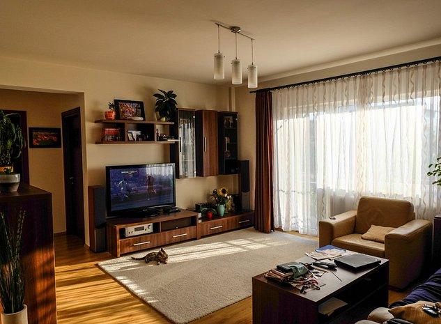 Vand Apartament 3 camere, 2 bai, bucatarie inchisa, garaj si parcare privat - imaginea 1