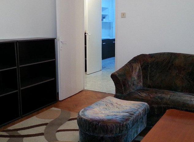 Proprietar inchiriez apartament central de 3 camere decomandate - imaginea 1