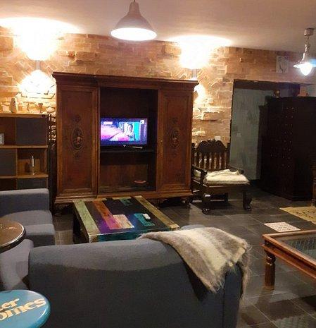 Proprietar, inchiriez apartament renovat,, echipat complet, in vila noua - imaginea 1