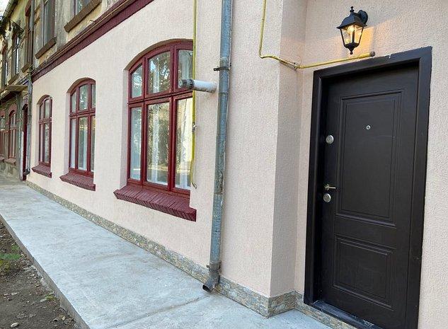 Apartament in vila, curte comuna + curte mica individuala, complet renovat ! - imaginea 1